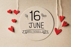 Сообщение дня отцов 16-ое июня счастливое с небольшими сердцами иллюстрация вектора
