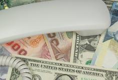 Сообщение приносит деньги Стоковые Изображения RF