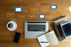 Сообщение соединения связи почты к пересылать контактирует телефон стоковое фото