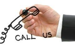 Сообщение сочинительства руки бизнесмена на стеклянной доске Стоковые Фото
