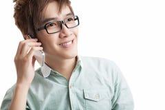 Сообщение через мобильный телефон стоковое изображение rf