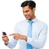Сообщение чтения бизнесмена на умном телефоне Стоковое Фото