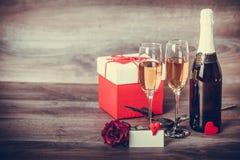 Сообщение Шампани и влюбленности Стоковое Изображение