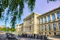 Соотечественник и университетская библиотека страсбурга - Эльзаса, Франции стоковая фотография rf