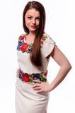 Соотечественник украинской девушки нося вышил рубашке изолированной на белизне Стоковые Фотографии RF
