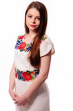 Соотечественник украинской девушки нося вышил рубашке изолированной на белизне Стоковые Изображения