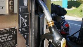 Сопло насоса для подачи топлива бензина или газа бензозаправочной колонки Бензоколонка Конец-вверх использования форсунок горючег сток-видео