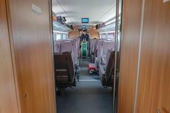 Сопровождающее лицо поезда в быстроходном поезде от города yiwu к фарфору города Шанхая стоковое изображение rf