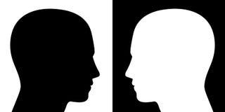 Сопротивляясь силуэты голов взгляда черные белые иллюстрация штока
