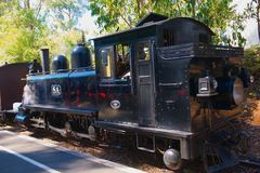 Сопя поезд пара Билли стоковая фотография