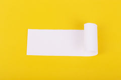 Сорванная белая бумага с космосом для текста Стоковые Фото