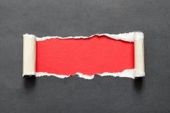 Сорванная бумажная показывая черная предпосылка за ей Стоковые Изображения RF
