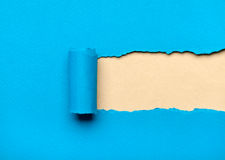 Сорванная голубая бумага с milky космосом для сообщения Стоковое Изображение RF