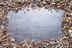 сортированные болты обрамляют гайки стоковая фотография