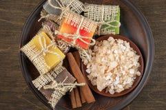 Сортированные естественные мыла и соль для принятия ванны Стоковая Фотография RF