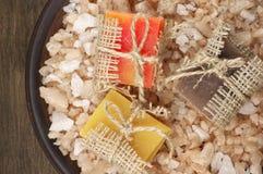 Сортированные естественные мыла и соль для принятия ванны Стоковое Изображение RF