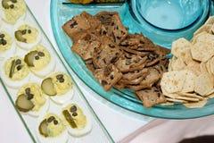 Сортированные закуски на подносе партии Стоковая Фотография