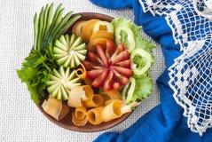 Сортированные овощи, свежие томаты, морковь и цукини, вегетарианская еда Стоковые Фотографии RF
