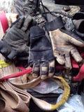 Сортированные перчатки и ботинки грязи Стоковые Изображения RF