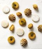 Сортированные печенья: печенья linzer, shortbread, чокнутое печенье, оранжевые печенья миндалины Стоковые Фотографии RF