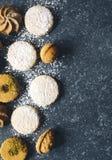 Сортированные печенья: печенья linzer, shortbread, чокнутое печенье, оранжевые печенья миндалины Стоковая Фотография RF