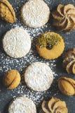 Сортированные печенья: печенья linzer, shortbread, чокнутое печенье, оранжевые печенья миндалины Стоковые Фото