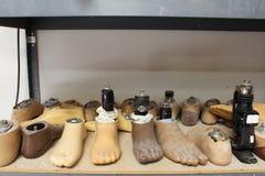 Сортированные простетические ноги стоковые фото