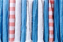 Сортированные чистые свернутые половики школы для предпосылки Стоковая Фотография RF