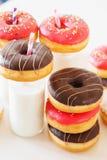 Сортированные donuts и бутылка молока Стоковая Фотография RF