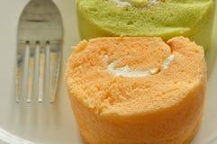 Сортированный крен варенья с вилкой на блюде Стоковая Фотография