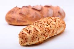 Сортированный свежий домодельный хлеб на белой предпосылке Селективный фокус Стоковая Фотография