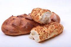 Сортированный свежий домодельный хлеб на белой предпосылке Селективный фокус Стоковое Фото