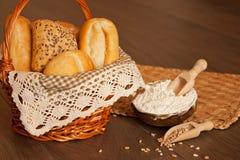 Сортированный хлеб в корзине Стоковая Фотография