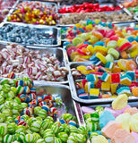 Сортированный Bonbon конфеты цветастый в рынке Кристмас Стоковая Фотография