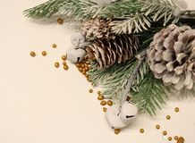 сосенка померанцев игл лимонов дат состава кофе cloves рождества шоколада шариков яблок ангела красивейшая представляет изюминки  Стоковое Изображение