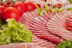 Сосиска вырезывания и вылеченное мясо с петрушкой Стоковая Фотография