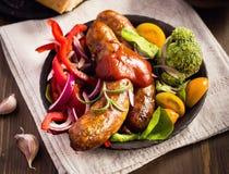 Сосиска с кетчуп и овощами стоковые изображения rf