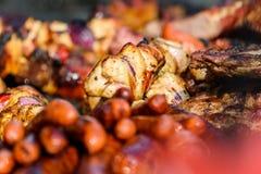 Сосиски и барбекю протыкальника Стоковая Фотография RF