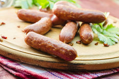 Сосиски мяса на таблице Стоковое Фото