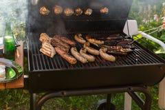 Сосиски овечки куриных грудок на барбекю Стоковые Фотографии RF
