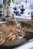 Сосиски проданные на улице Стоковое Изображение