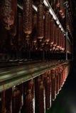 Сосиски смертной казни через повешение в холодильнике Стоковые Фото