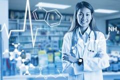 Составное изображение азиатского доктора с умным скрещиванием вахты подготовляет Стоковые Фотографии RF