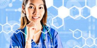 Составное изображение азиатской медсестры думая с рукой на подбородке Стоковые Фото