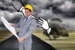 Составное изображение архитектора при трудная шляпа смотря планы Стоковое фото RF