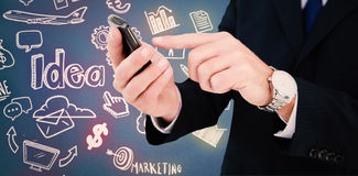 Составное изображение бизнесмена в стеклах используя его ПК таблетки Стоковые Изображения