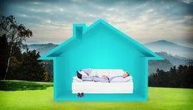 Составное изображение бизнесмена лежа на софе используя его компьтер-книжку усмехаясь на камере Стоковые Изображения