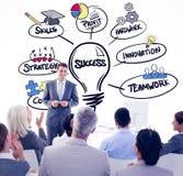 Составное изображение бизнесмена делая речь во время встречи Стоковые Изображения RF