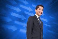Составное изображение бизнесмена на футуристических голубых стрелках Стоковые Фотографии RF