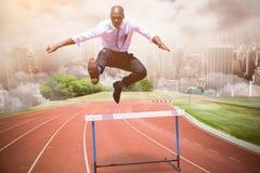 Составное изображение бизнесмена скача барьер стоковые изображения rf